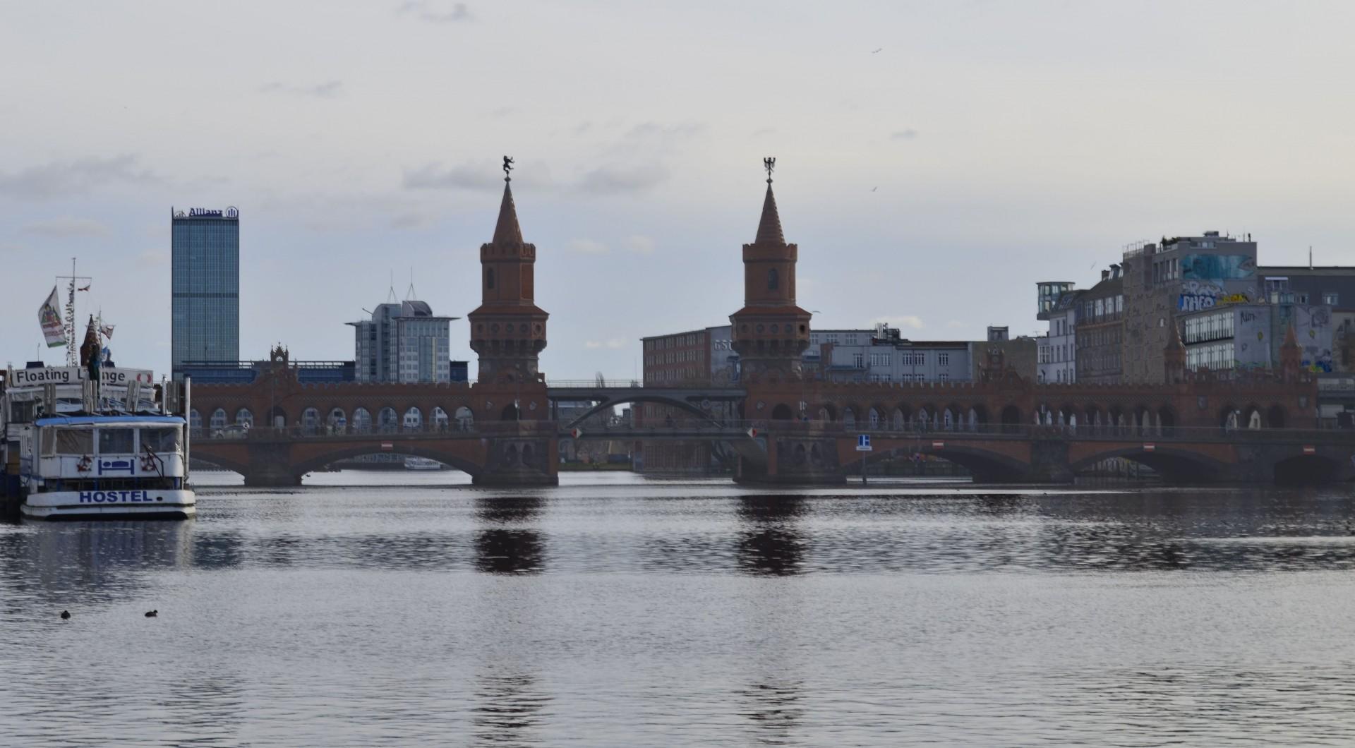 Oberbaumbrücke-clareada-e-cortada-1920x1060